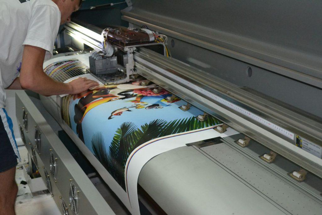Выполняем срочную полноцветную широкоформатную печать в Москве